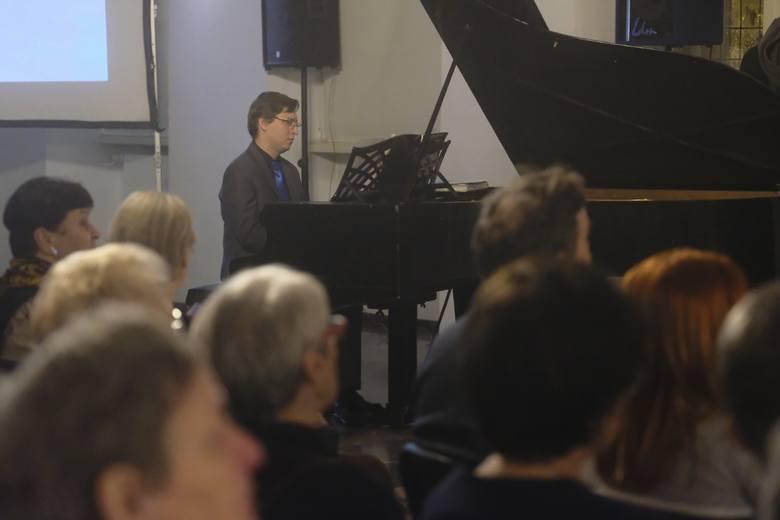 Tradycyjnie w niedzielę Świętej Rodziny w Ratuszu Staromiejskim odbył się już po raz XVII Rodzinny Wieczór Kolęd. Tym razem wspólne śpiewanie najpiękniejszych