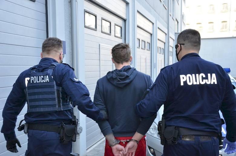 Gdańsk: Narkotykowy arsenał w samochodzie 28-latka. Miał 900 tabletek MDMA i inne środki odurzające, łącznie ponad 3,5 tysiąca porcji!