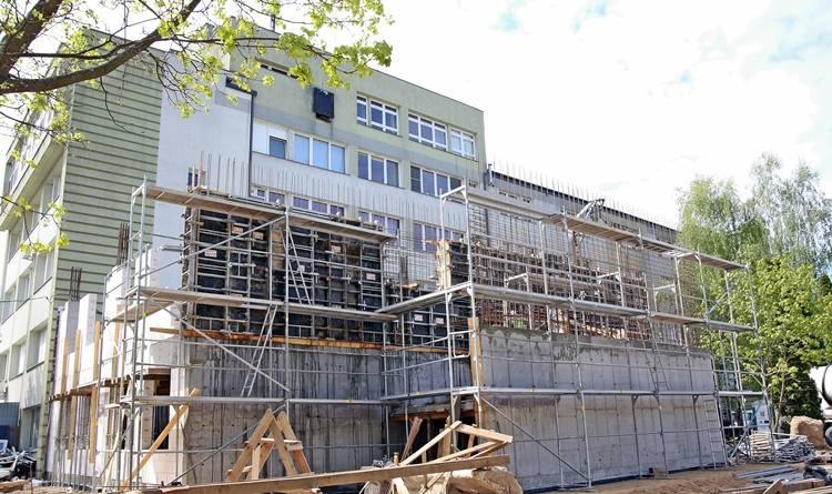 Modernizacja szpitala w Siemiatyczach idzie pełną parą. W nowym skrzydle mieścić się będą m. in. poradnie specjalistyczne, gabinety zabiegowe,  pomieszczenia