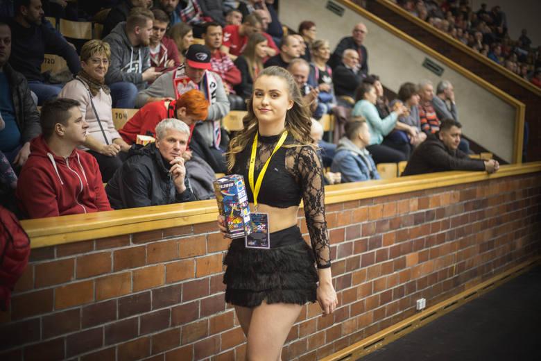 Kwesta na rzecz WOŚP odbyła się już podczas meczu Czarnych Słupsk. Cheerleaderki Maxi zebrały 1200 złotych.