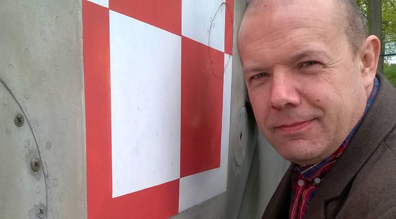 Największą kolekcję biało-czerwonych znaków znajdujemy na plenerowej ekspozycji wokół muzeum. Jak opowiada dyrektor drzonowskiego muzeum Piotr Dziedzic
