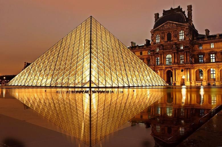 Louvre Museum, jak wiele innych muzeów świata w czasie pandemii koronawirusa nie przyjmują zwiedzających, za to udostępnia swoje wystawy też online.