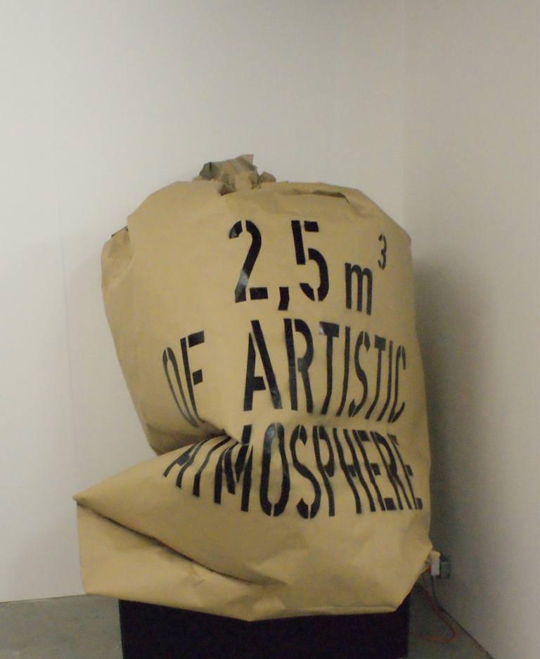 """Maciej Kurak, """"2,5 m3 artystycznej atmosfery"""", 2009"""
