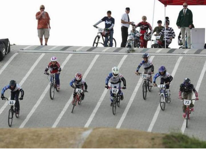 Jeszcze rowerzyści czy już kaskaderzy? BMX Racing