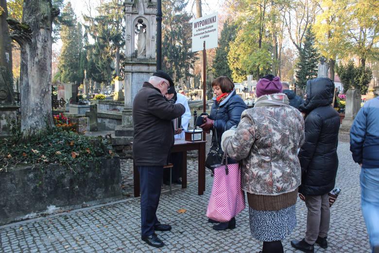 Radny Zbigniew Jurkowski kwestuje przy Lipowej od rana