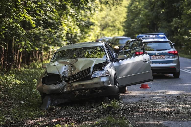 Do poważnego wypadku doszło w poniedziałek, 3 czerwca, na ul. Botanicznej w Zielonej Górze w kierunku Ochli. Kierująca audi uderzyła w drzewo. Ranna