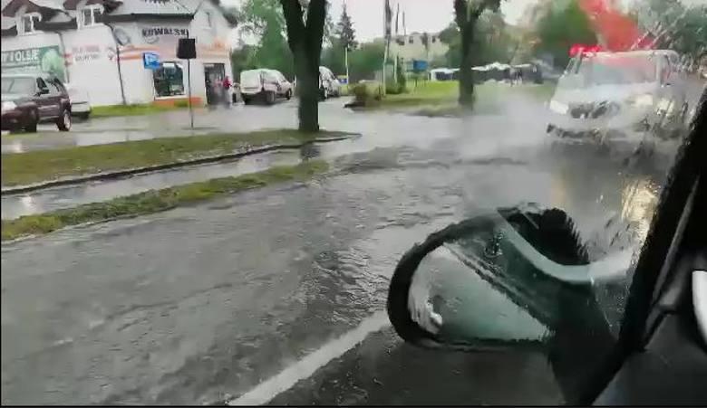 Ulewa we Władysławowie - 16.08. 2019. Ulice zamieniły się w rzeki