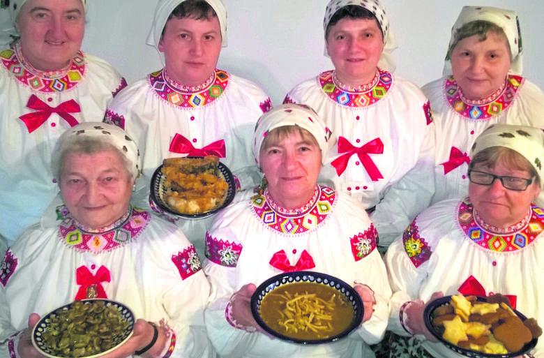 Do wigilijnego stołu zaprosiły nas Genowefa Chabiniak, Dorota Irska, Czesława Chabiniak, Katarzyna Buganik, Magdalena Staszkowa, Helena Irska i Stefania