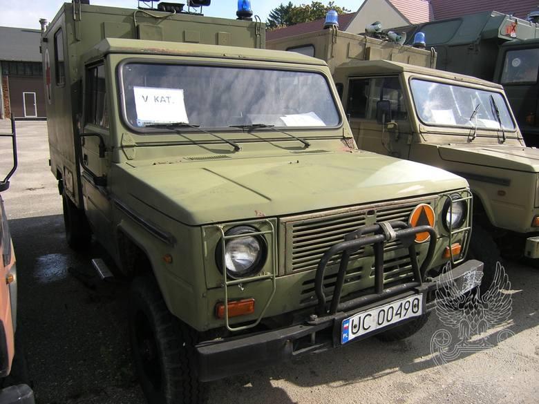 Samochód sanitarny 4-noszowy TARPAN IVECO (bez wyposażenia)Ilość:1NR fabryczny:325Rok produkcji:1991Cena:4 500