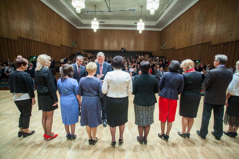 W Filharmonii Pomorskiej w Bydgoszczy odbyła się uroczystość, podczas której odznaczono i uhonorowano nauczycieli oraz innych pracowników oświaty z okazji zbliżającego się Dnia Edukacji Narodowej.