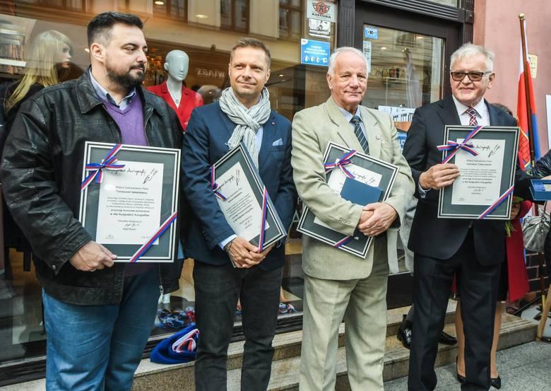 W sobotę, 12 października odbyło się Święto ulicy Długiej połączone z uroczystością odsłonięcia Bydgoskich Autografów. W tym roku decyzją Kapituły swoje