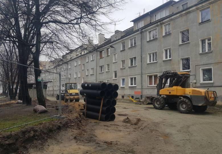 Zarząd Zasobu Komunalnego w 2021 roku przeznaczy na różnego rodzaju inwestycje ponad 50 mln złotych. Część tych pieniędzy pójdzie na remonty podwórek.We