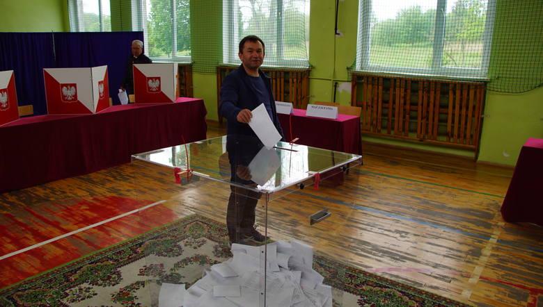 Wybory do europarlamentu 2019. Trwają wybory do europarlamentu w powiecie sławieńskim. Odwiedziliśmy lokal wyborczy znajdujący się w Szkole Podstawowej