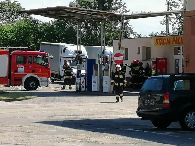 W jednym z zakładów na Radzikowie doszło do cofnięcia się płomienia do butli gazowej.Na miejscu są strażacy którzy monitorują butlę za pomocą kamer termowizyjnych