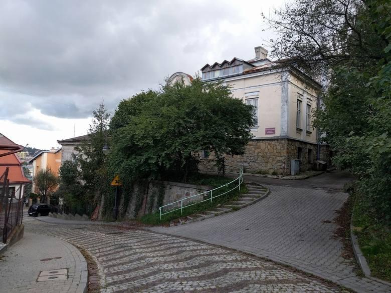 18 grudnia o godz. 10 w siedzibie Urzędu Miejskiego w Przemyślu, Rynek 1, sala nr 19 odbędzie się przetarg na sprzedaż budynku przy ul. Matejki 1. Wadium