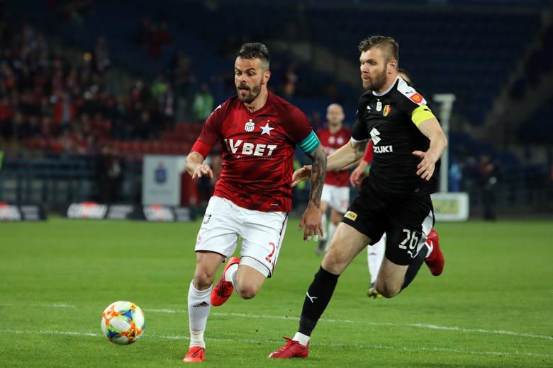 W piątek piłkarze Korony Kielce przegrali z Wisłą w Krakowie w meczu 35 kolejki ekstraklasy. Nie był to zły mecz Kieleckiej drużyny, ale znów schodziła