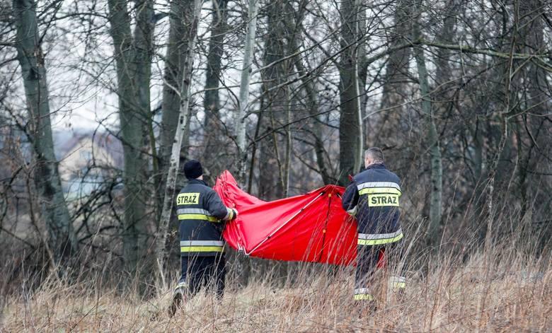 Strażacy z funkcjonariuszami sprawdzali najpierw rzekę od zapory po most Mazowieckiego.