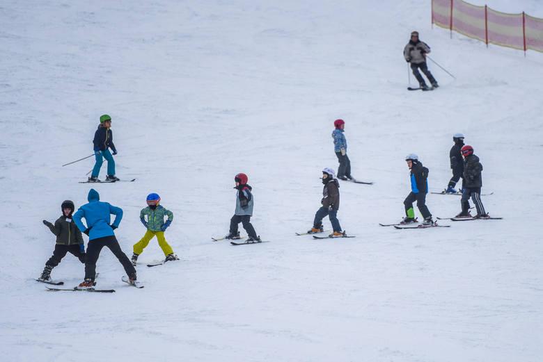 Jak zadbać o bezpieczny wypoczynek dziecka na nartach