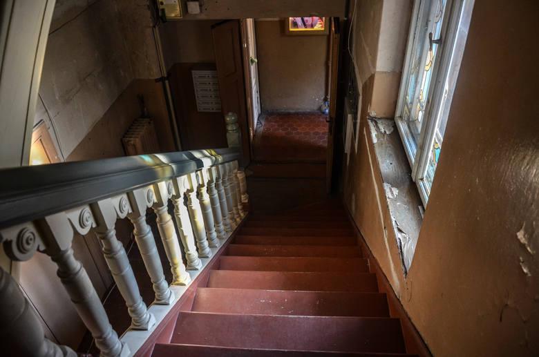 """""""Dom z wieżyczką"""" przy ul. Goyki w Sopocie. Mieszkańcy go opuścili, więc zabytkową willę przejęli artyści [zdjęcia]"""