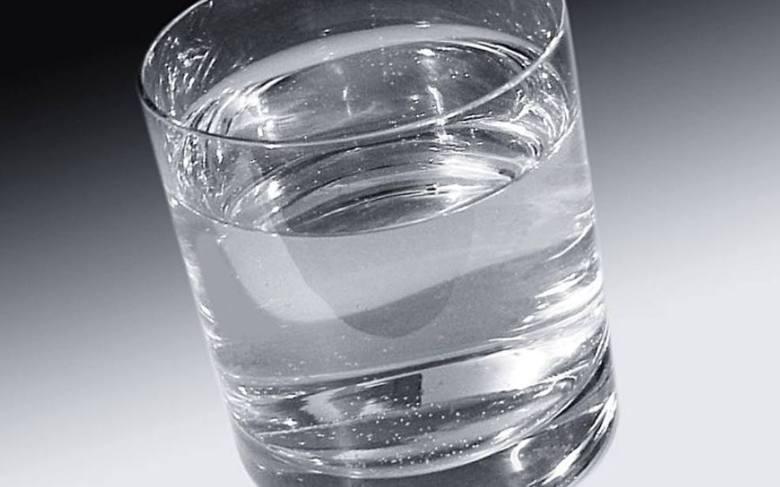 Dlaczego akurat 3 litry? Dziennikarka skorzystała ze wskazówek, jakie znalazła na temat ilości spożywania wody w internecie. Wyszło jej, że przy wadze