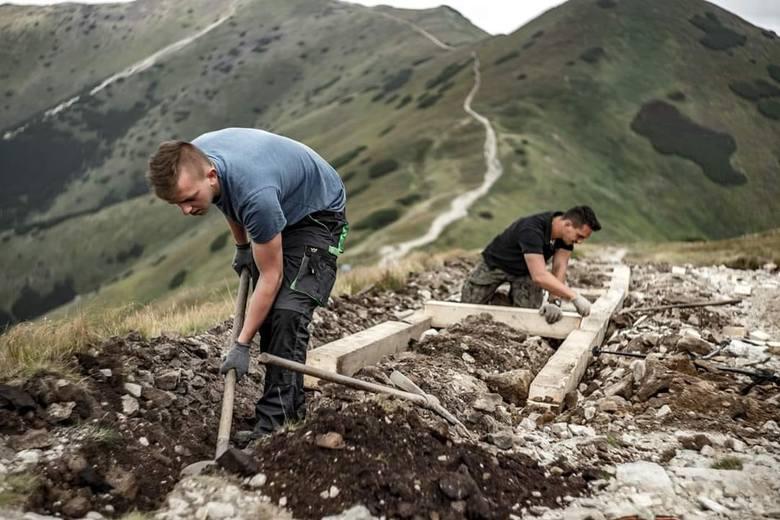 Roboty przy remoncie szlaków w Tatrach Zachodnich