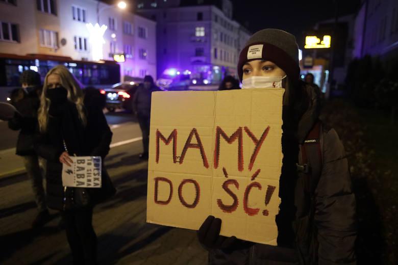 Kolejny strajk kobiet w Rzeszowie pod siedzibą Prawa i Sprawiedliwości [ZDJĘCIA]
