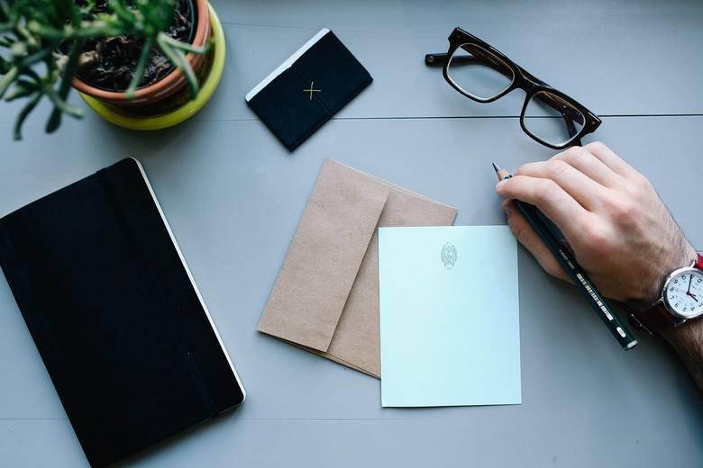 Adresowanie kopert. Na czym polega? Jak prawidłowo zaadresować kopertę? Pobierz wzór