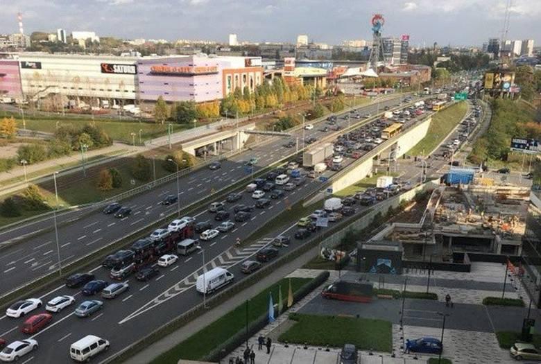 Wypadek w Katowicach: Tunel był zamknięty. Zderzyły się 2 samochody ciężarowe. Policja poprowadziła objazdy