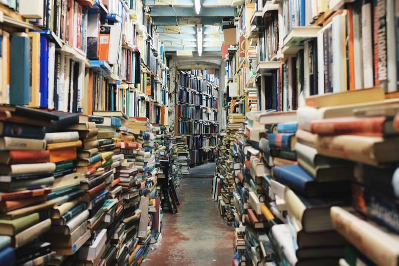 W Lublinie nie brakuje miłośników książek. Którą księgarnię lub antykwariat polecają lubelscy czytelnicy? Poznaj ich opinie [8.04]