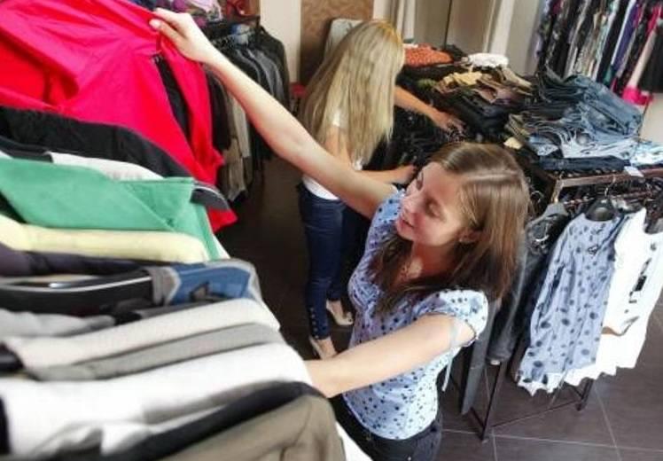 Co zrobić z używanymi ubraniami? Można je oddać m.in. do punktów Caritas. Ich adresy w Poznaniu znajdziesz na kolejnej stronie.