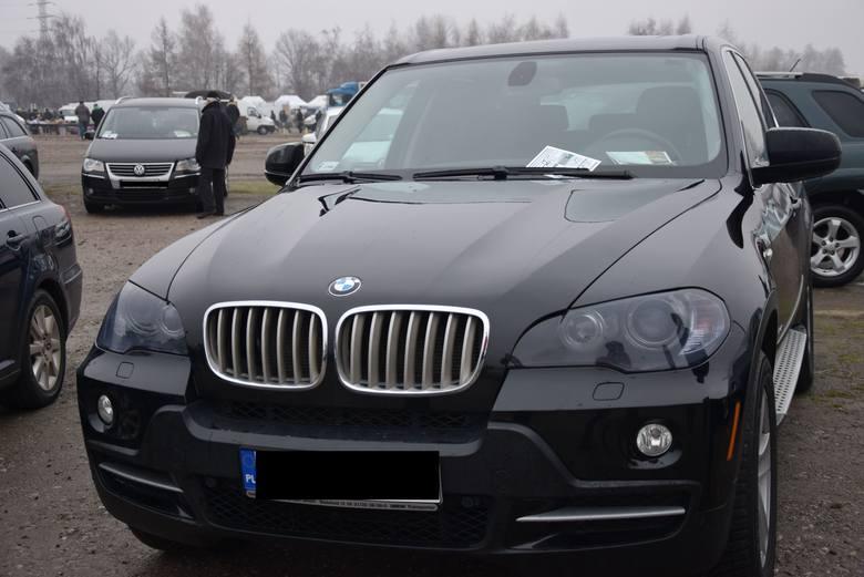 BWM S5 - z 2010 roku, z silnikiem 4.8 benzyna i mocy 355 KM. Stan licznika 140 tys.km. Cena 58 000 złZobaczcie, jakie cuda można upolować na rzeszowskiej