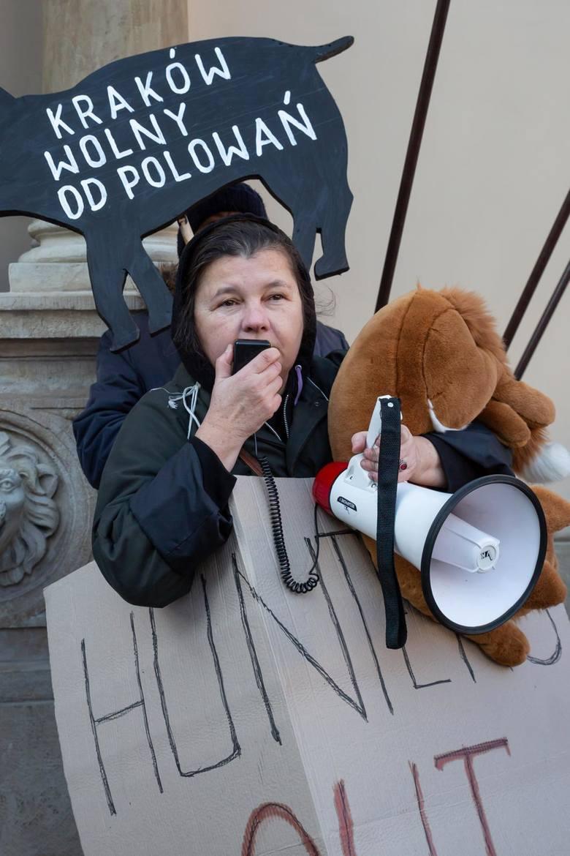 Protest przeciwników polowań w Krakowie