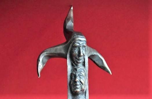 Do wygrania nagrody pieniężne (5000 – 2000 zł) oraz piękna statuetka, przestawiająca Stańczyka, autorstwa Roberta Tomaka.