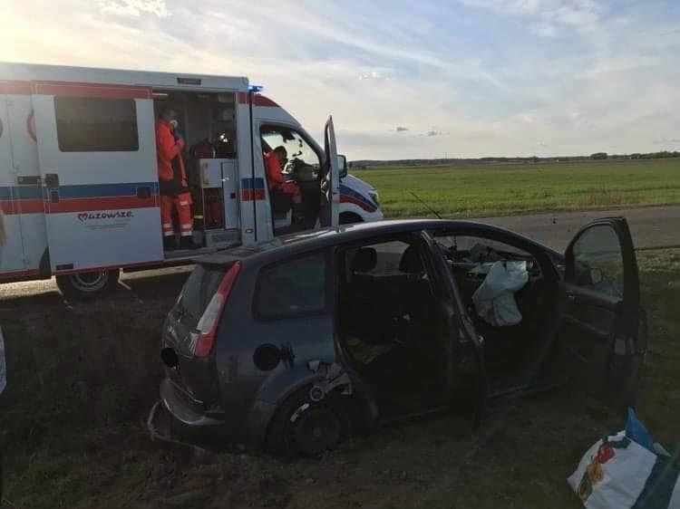 Jak podaje Ratownictwo Medyczne Przasnysz, w zdarzeniu uczestniczyły dwa pojazdy. Poszkodowane zostały trzy osoby w tym dziecko.