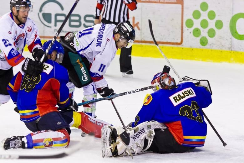 W tym sezonie sanoczanie rozbili już Podhale 9-0 w Arenie i wygrali w Nowym Targu 3-2.