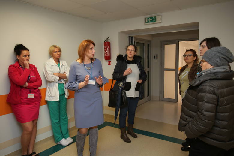 Przyszłe matki zwiedzały przyszłą porodówkę w słupskim szpitalu