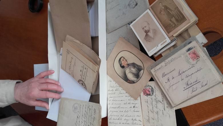 Zdjęcia z przełomu XIX i XX wieku, prywatna korespondencja i dokumenty do tej pory znajdowały się w Krakowie. Około 30 lat temu do Krakowskiego Klubu Kolekcjonerów przyniósł ją starszy pan.