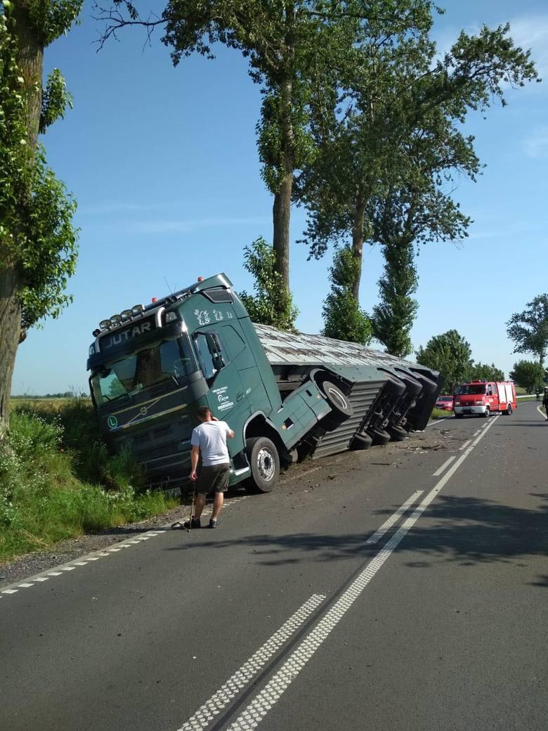 Kierowcy ciężarówki nic się nie stało.