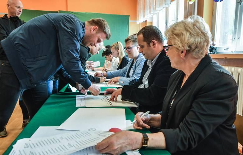 Trwają wybory do Parlamentu Europejskiego. Zobaczcie zdjęcia z bydgoskich lokali wyborczych >>>