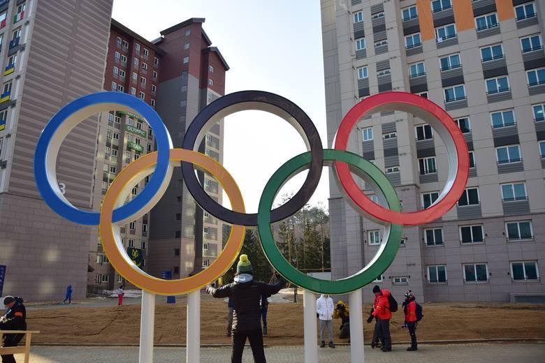 Już w piątek 9 lutego startują igrzyska w koreańskim Pjongczangu. Zobaczcie, jak wygląda jedna z olimpijskich wiosek, którą odwiedziliśmy. Zobaczcie