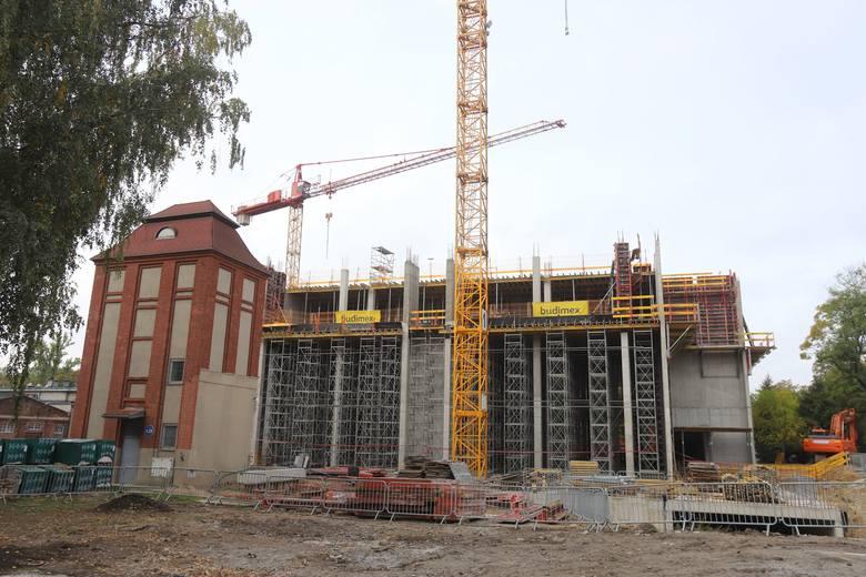 Budowa u zbiegu ulic Żeromskiego i Żwirki jest podzielona na dwa etapy. Pierwszy ma się zakończyć do sierpnia 2020 r.