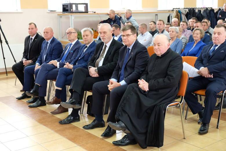 Kulesze Kościelne. Pierwsza sesja nowej rady gminy. Mieszkańcy tłumnie przyszli zobaczyć nowego wójta i radnych (zdjęcia)