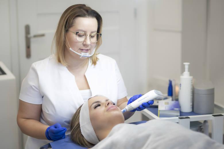 Zamiast jechać do Warszawy, przyjdź do Laser Clinic w Kielcach. Oferta i promocje nowoczesnej kliniki kosmetologii laserowej i estetycznej