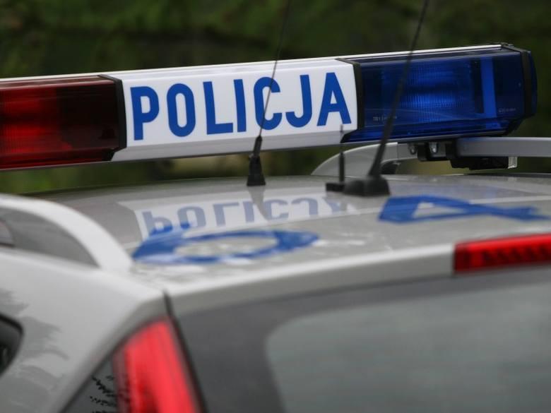 Zderzenie trzech samochodów przy skrzyżowaniu ulicy Kowalczyków z Mieszka I w Opolu