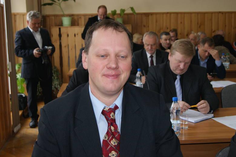 Mateusz Nędza Kubiniec 2 mln 263 tys. złOszczędności: 16 tys. złNieruchomości: dom (165 mkw. ) - 210 tys. zł, gospodarstwo (1,2 ha) - 2 mln zł.Dochód: