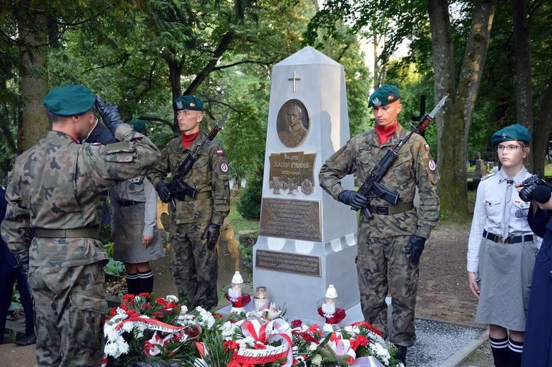 """Obelisk został odsłonięty na Cmentarzu Wojskowym przy ul. Przemysława w Przemyślu. Ks. płk Józef Panaś — kapelan Legionu """"Wschodniego"""","""