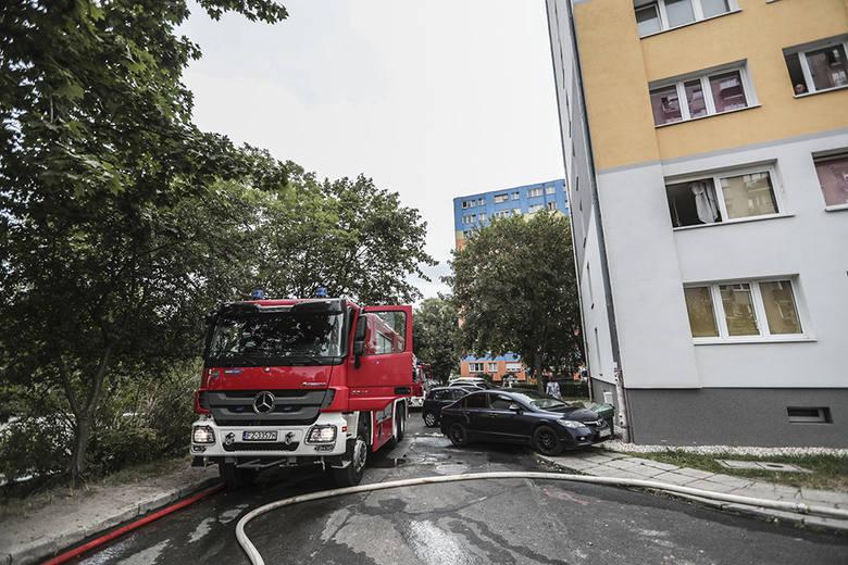 Do pożaru doszło w poniedziałek, 12 sierpnia, w wieżowcu przy ul. Władysława IV. Paliło się mieszkanie na dziewiątym pietrze. Na miejsce pożaru przyjechały
