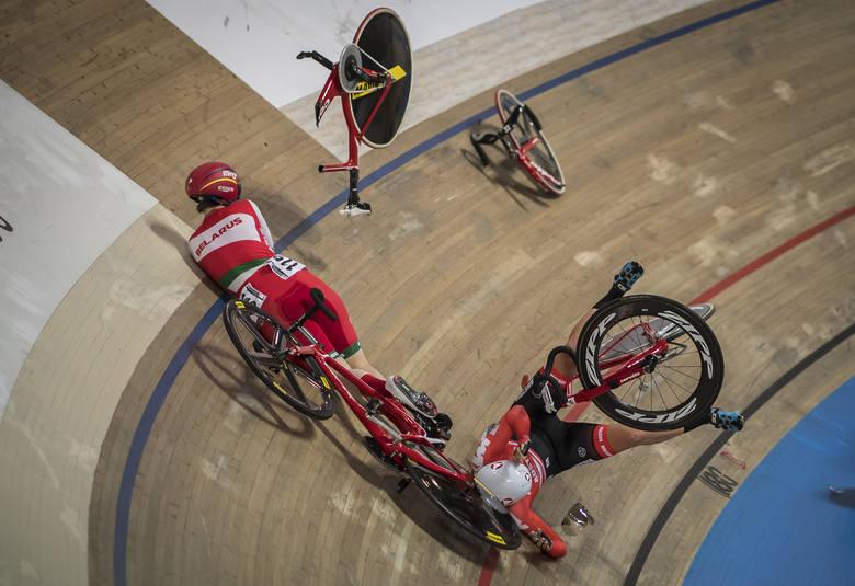 Zdjęcie pojedyncze - II miejsce w kategorii SPORTDramatyczny upadek podczas Mistrzostw Świata w Kolarstwie Torowym w Pruszkowie. W konkurencji scratch
