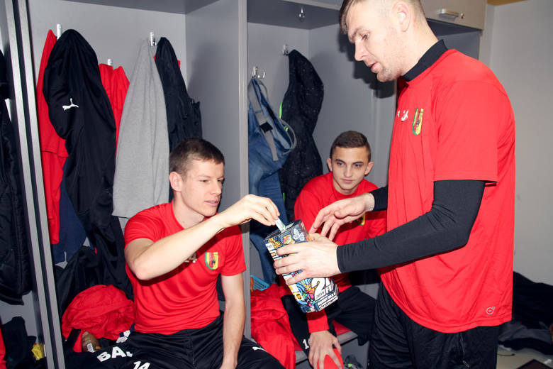 Korona Kielce już zagrała z WOŚP. Była zbiórka w szatni przed wylotem na zgrupowanie do Turcji [ZDJĘCIA]