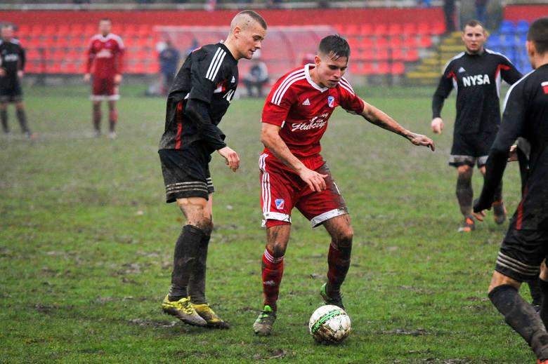 Alan Majerski stara się w nowoczesny sposób pomagać młodym adeptom futbolu.